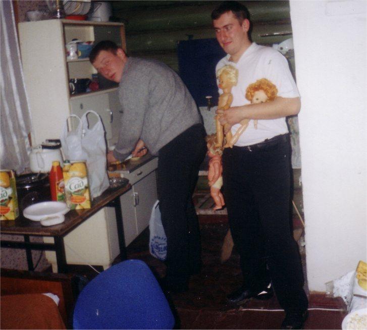 Павлет и Димастый играют в куколки